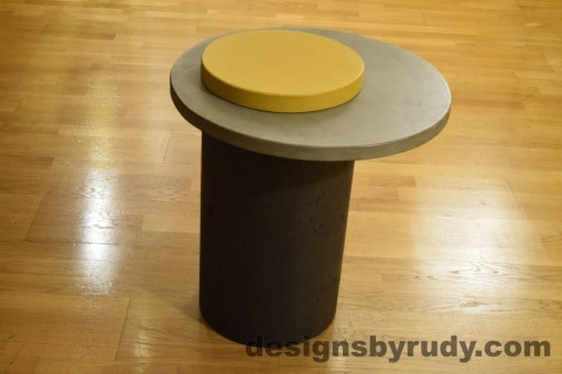 Concrete Side Table, Gray Top and Yellow Cap, Pillars model, Designs by Rudy
